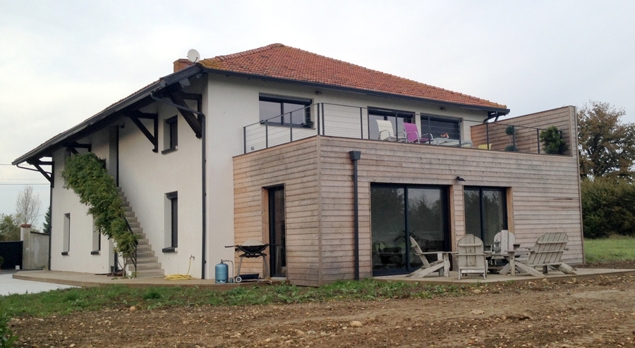 Comment amener une maison bois une touche contemporaine for Petite maison bois contemporaine