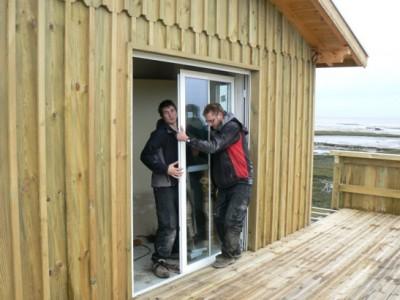 baie qui s'ouvre entièrement sur maison à ossature bois
