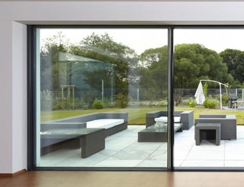 Une baie coulissante grande largeur pour votre maison bois ?