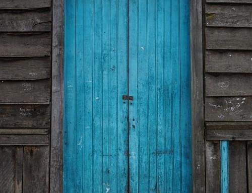 Air qui passe par une baie vitr e petite maison bois for Acheter une porte en bois