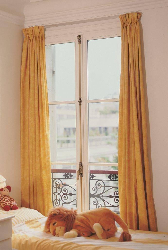 fen tre bois l 39 ancienne petite maison bois. Black Bedroom Furniture Sets. Home Design Ideas