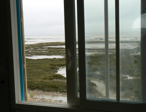 Une fenêtre coulissante pour un chalet en bois ?
