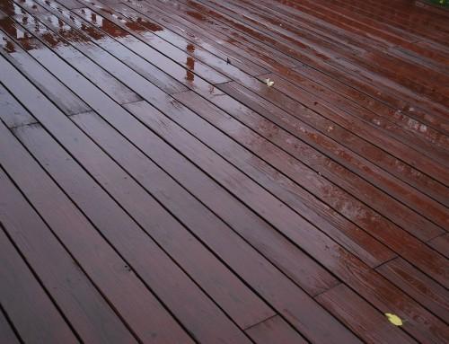 Quelques astuces pour éviter que votre terrasse bois glisse